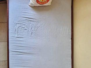 BED 4 * 6  ( KITANDA) PAMOJA NA MAGODORO MAWILI